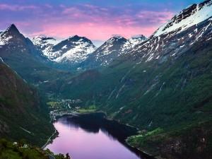 Postal: Fiordo de Geiranger (o Geirangerfjord), en Noruega