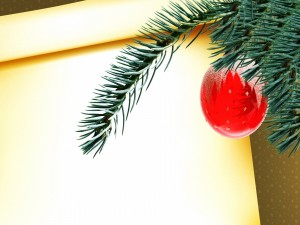 Postal: Bola roja en el árbol de Navidad