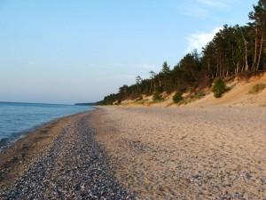 Playa de arena y piedras