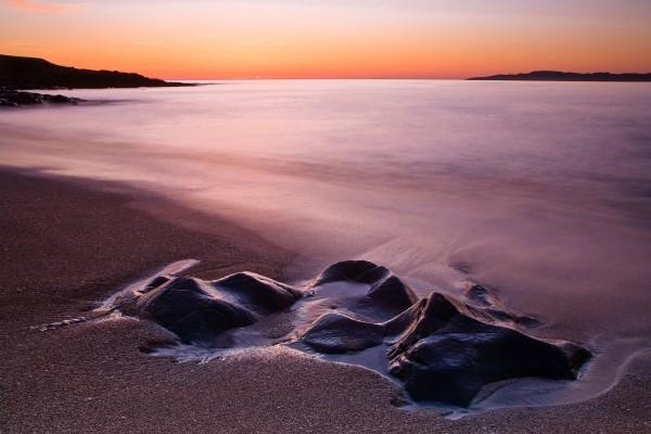 Rocas en la orilla de la playa