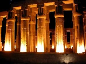 Postal: Templo de Luxor por la noche (Egipto)