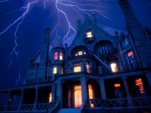 Postal: Relámpagos sobre una casa en plena noche