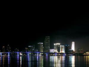 Postal: Skyline nocturno de Miami