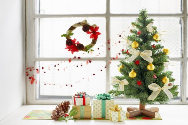 Regalos al pie del árbol de Navidad