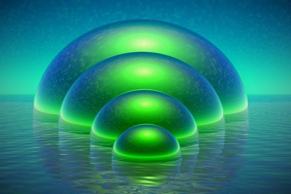 Esferas verdes saliendo del agua