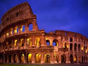 Postal: El Coliseo Romano por la noche (Roma, Italia)