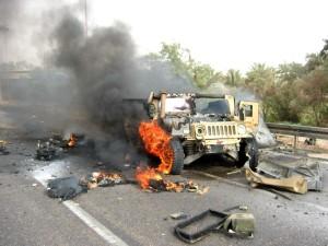 Postal: Jeep del ejército en llamas