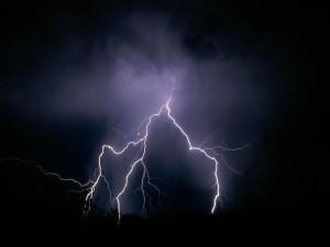 Postal: Electricidad en el cielo