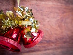 Postal: Campanitas y lazo navideños