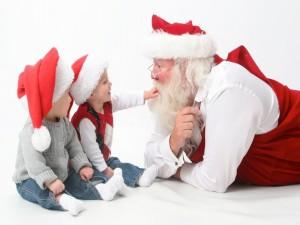 Postal: Papá Noel con dos niños