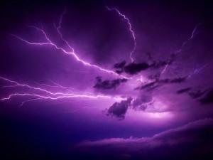 Postal: Rayos cubriendo el cielo