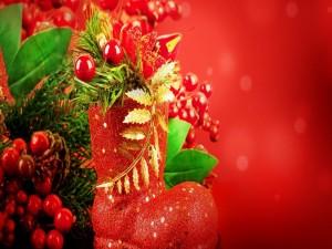 Bota con adornos navideños