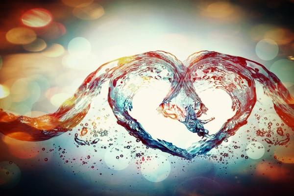 Agua formando un corazón