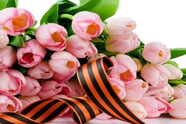 Un gran ramo de tulipanes rosas