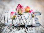 La palabra Amor en hojalata