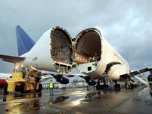 Postal: Un avión partido en dos