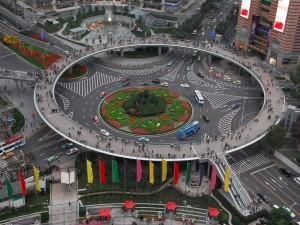 Postal: Puente peatonal circular en Lujiazui, China