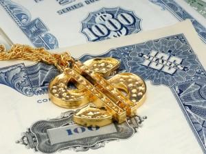 Postal: Colgante de oro con el símbolo del dólar