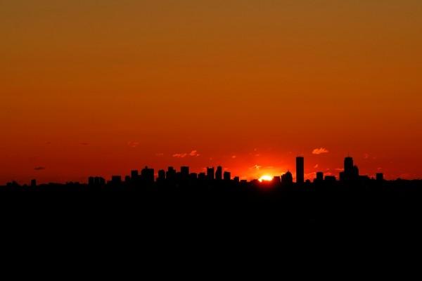 Salida del sol en la ciudad de Boston, Massachusetts