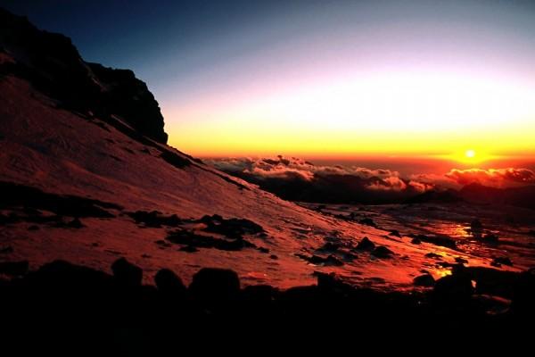 Un amanecer por encima de las nubes