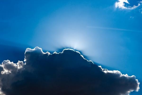Nube en un cielo azul