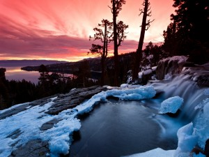Postal: Hielo y fuego, cerca de Emerald Bay (South Lake Tahoe, California)