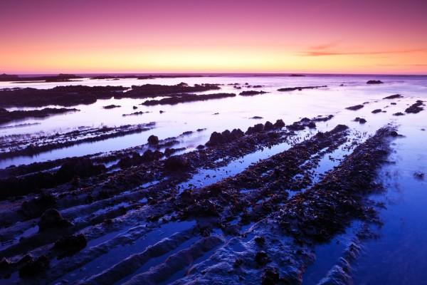 Una extraordinaria combinación de colores en el cielo de Moss Beach, California