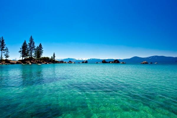 Aguas cristalinas del Lago Tahoe, California
