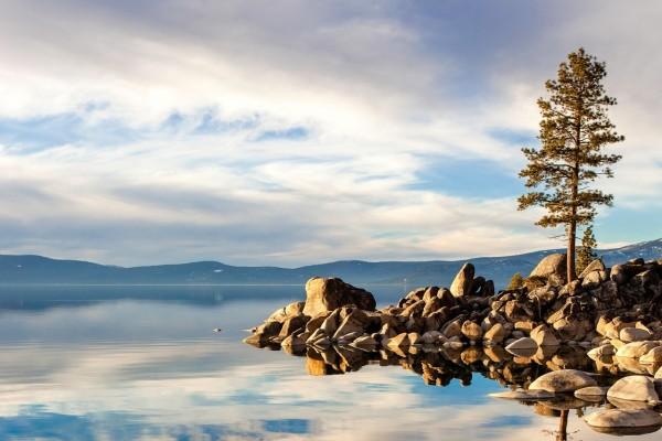 Lago en calma (Carson City, Nevada)