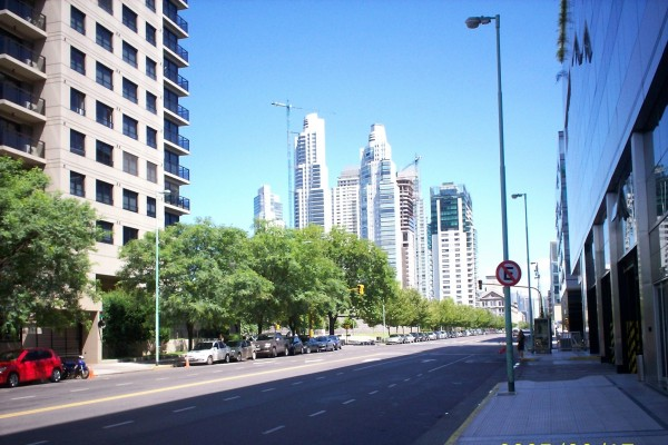 Una calle de Puerto Madero (Buenos Aires, Argentina)