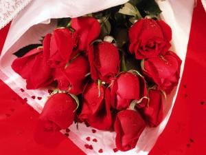 Postal: Un ramo de capullos de rosas