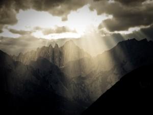 Luz tras la oscuridad (Alabama Hills, California)