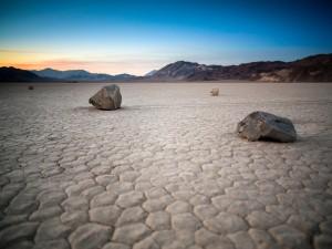 Postal: Piedras solitarias (Condado de Inyo, California)
