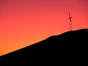 Postal: Molino de viento bajo un cielo rojo (Livermore, California)