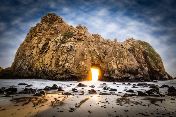 La puerta de fuego, Pfeiffer Beach (Big Sur, California)