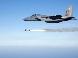 Postal: Lanzando un misil en pleno vuelo