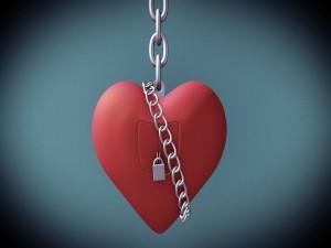 Postal: Corazón con cadena y candado