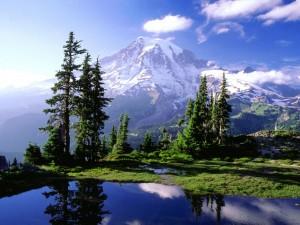 Postal: Un lago oculto en el Parque nacional del Monte Rainier, Washington