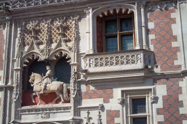 Fachada del Palacio de Blou (Francia)