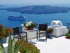 Vistas desde una terraza de la Isla Santorini (Grecia)