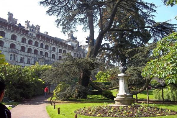 Plaza y Palacio de Blou (Francia)