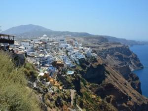 Vista de Fira, capital de Santorini, Grecia