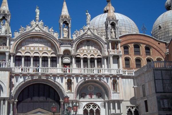Lateral de la Catedral de Florencia (Basílica de Santa Maria del Fiore), Italia