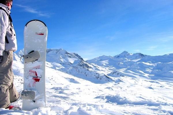 Preparado para hacer snowboard