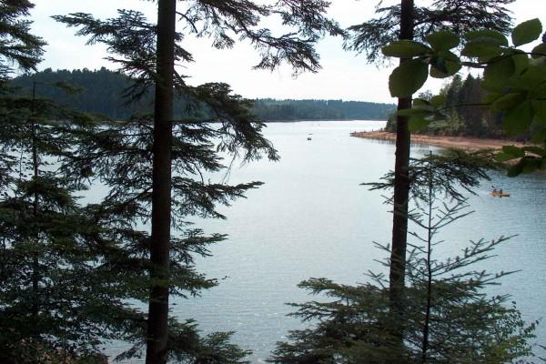 Lago en Pierre-Percée (Francia)