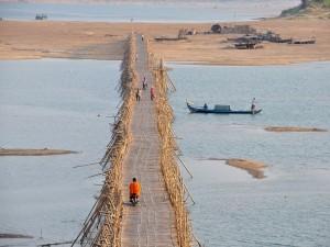 Puente de bambú (Kompung Cham, Camboya)