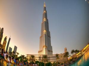 Postal: El rascacielos Burj Khalifa, en Dubái, Emiratos Árabes Unidos