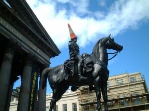 Postal: Duque de Wellington, estatua a las puertas de la Galería de Arte Moderno, en Glasgow (Escocia)