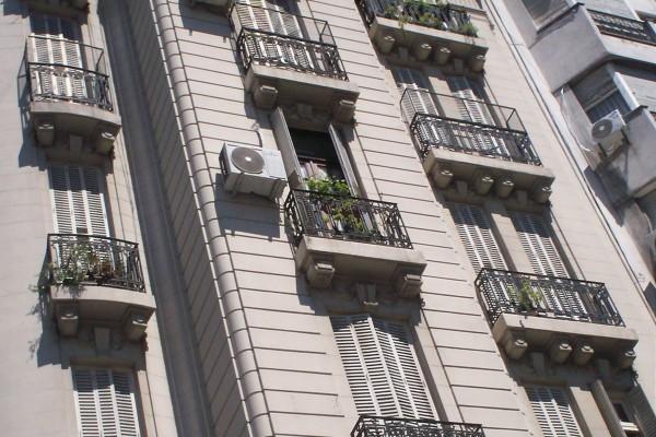 Balcones de un edificio de Buenos Aires
