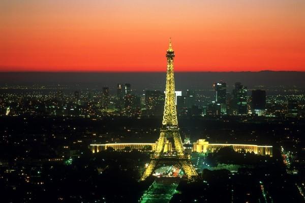 La Torre Eiffel de noche